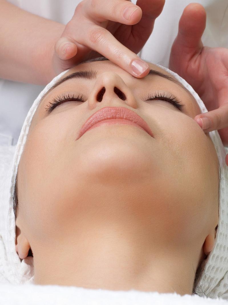 Pachet electrostimulare şi tratament facial