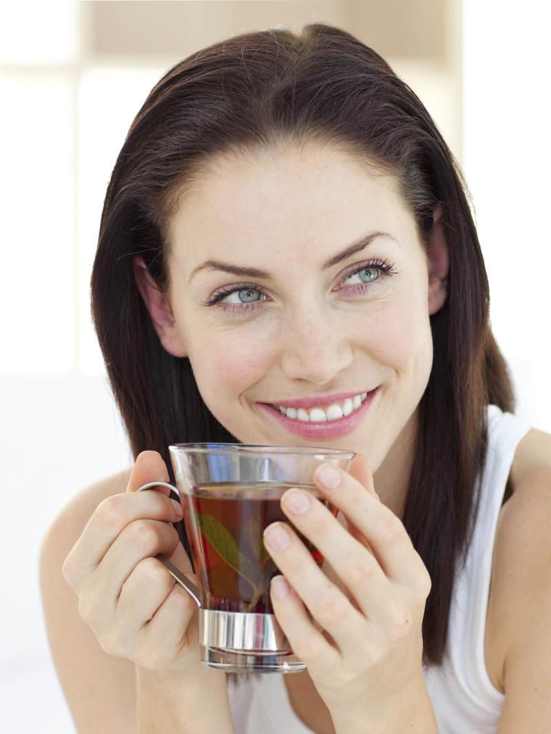 4 ceaiuri vindecatoare pentru o piele mai tanara
